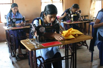 Deaf schoolgirl with tailoring machine copyright © Hamara Bandhan e.V.